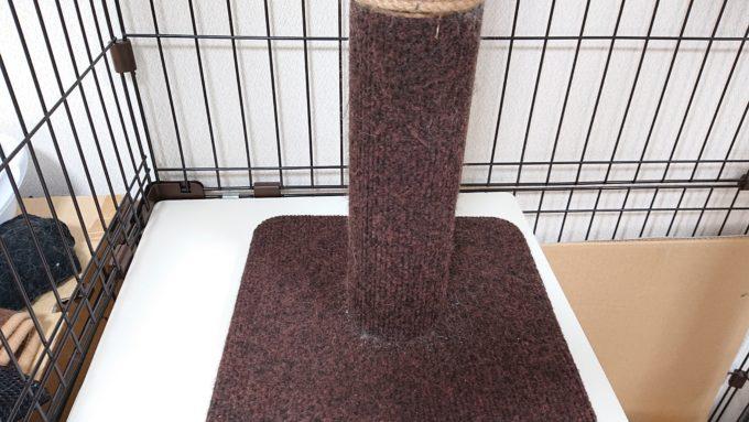ケージの中に入れた爪みがきポール(掃除後)猫の毛や爪が取れてキレイになっている。
