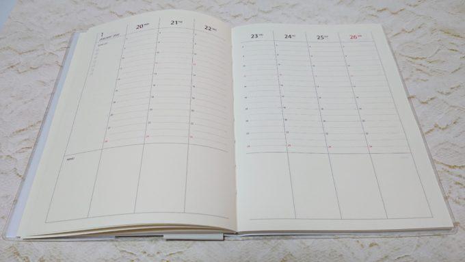 2020年版健康手帳 週間バーチカル見開きのページ。一日の流れが把握出来るページになっている。