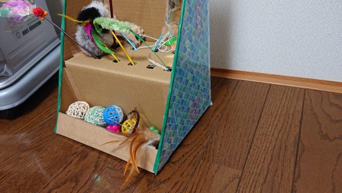 シールとマスキングテープを貼り付けた猫じゃらし収納ボックス。サイドは北欧柄のシール。